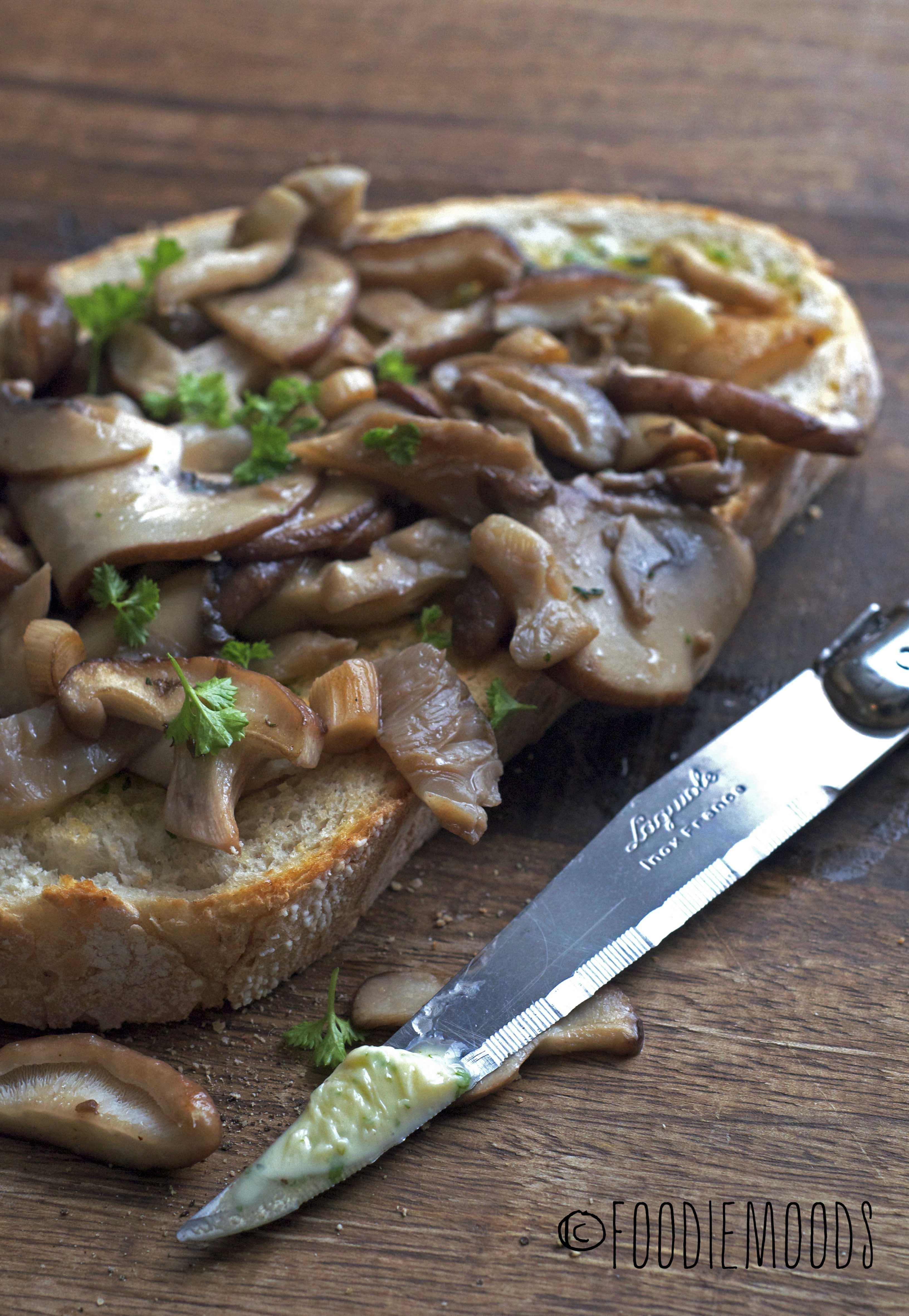 recept toast gebakken paddenstoelen met kruidenboter Miss Foodie